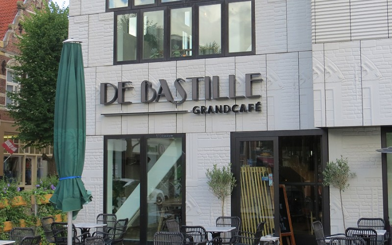 De Bastille, grandcafe