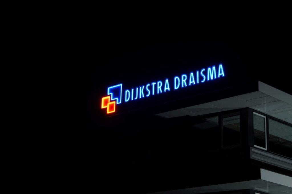 Neon en lichtreclame Dijkstra Draisma. Foto van Anne Meinema