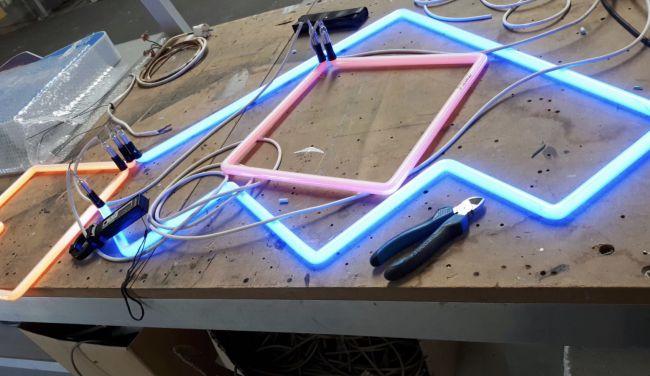 Neonletters in proces van Dijkstra Draisma